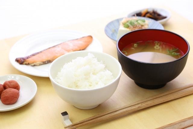 母乳量を増やす方法⑤ご飯をよく食べる!
