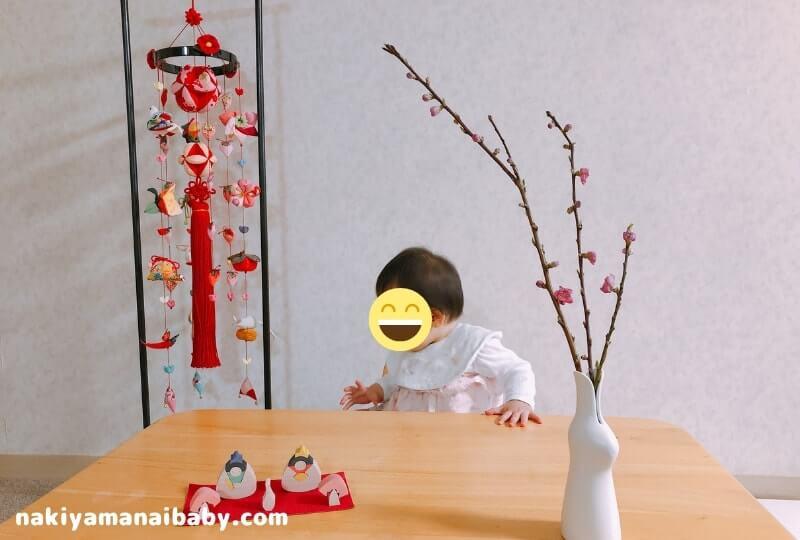 小黒三郎の雛人形「おむすびな」と雛祭りの「つるし飾り」と赤ちゃんの写真