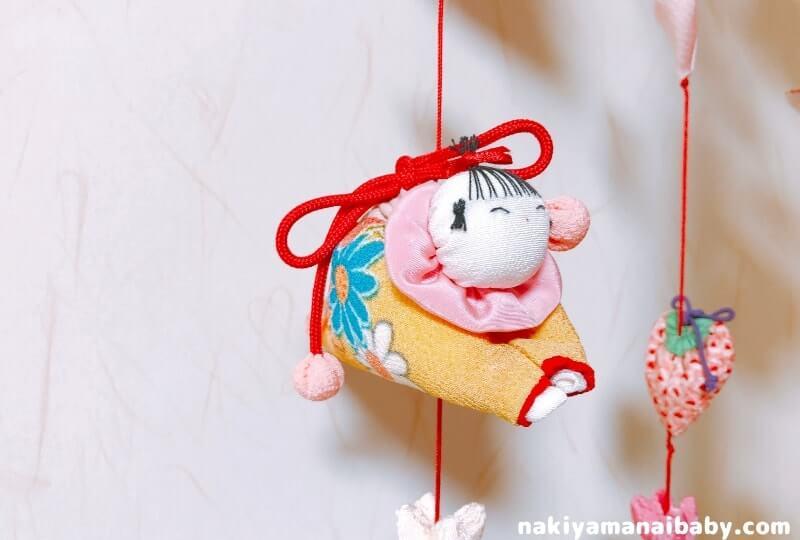 母の手作りひな祭りのつるし飾り「這い子人形」の人形の写真