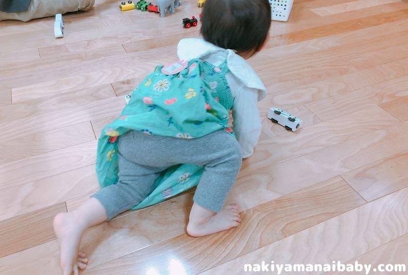 ユニクロのベビーレギンスを着た赤ちゃんの写真