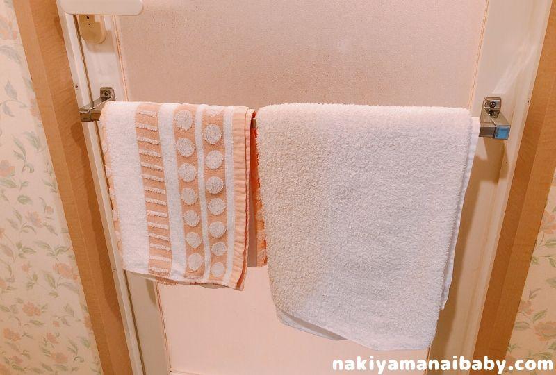 沐浴の準備、バスタオルは浴室に準備する写真