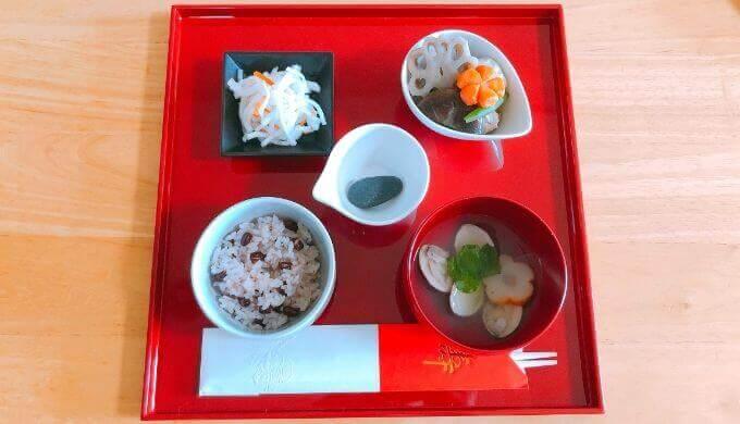 お食い初め膳に使った食器の写真