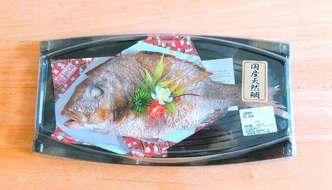 イオンで購入した尾頭付き焼鯛の写真